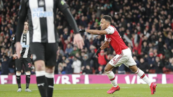 Arsenals Pierre-Emerick Aubameyang celebrates after scoring his sides first goal during the English Premier League soccer match between Arsenal and Newcastle at the Emirates Stadium in London, Sunday, Feb. 16, 2020.(AP Photo/Frank Augstein)