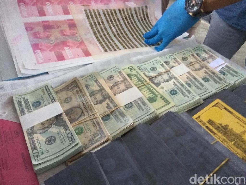 Polisi Tangkap Sindikat Pencetak Dolar Palsu Senilai Rp 10 M
