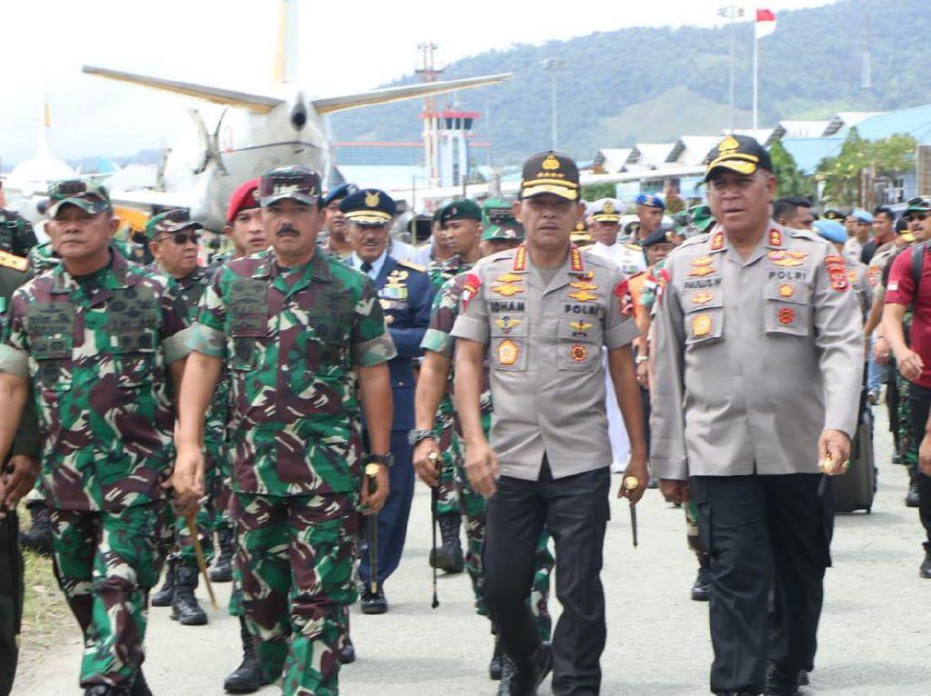 Panglima TNI dan Kapolri Lepas 4 Jenazah Prajurit Korban Heli MI-17