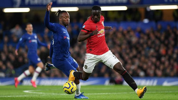 LONDON, ENGLAND - FEBRUARY 17: Eric Bailly of Manchester United and Michy Batshuayi of Chelsea battle for possession during the Premier League match between Chelsea FC and Manchester United at Stamford Bridge on February 17, 2020 in London, United Kingdom. (Photo by Shaun Botterill/Getty Images)