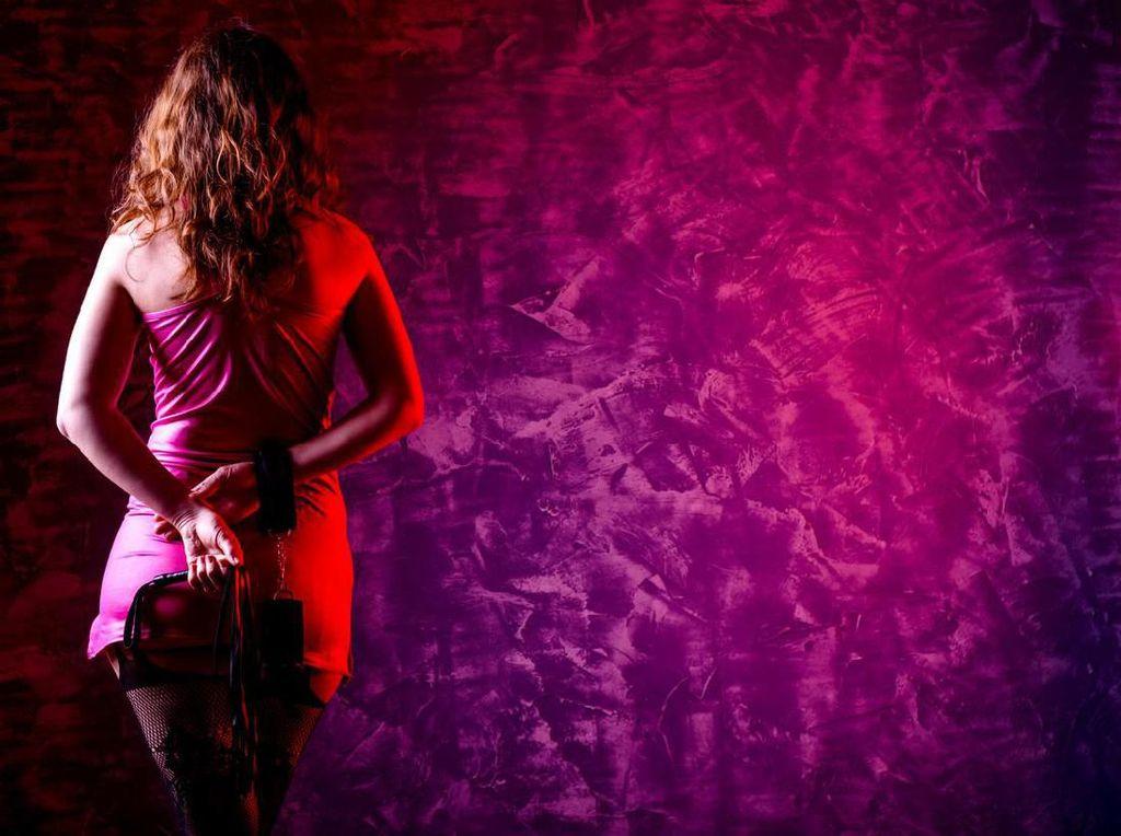 Omnibus Law Larang Bisnis Judi, Bagaimana dengan Prostitusi?