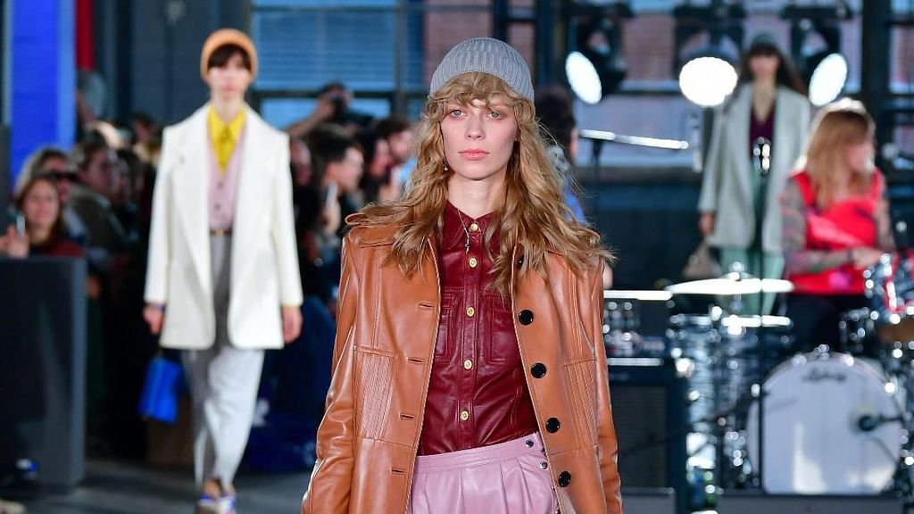 10 Koleksi Busana Coach di New York Fashion Week 2020