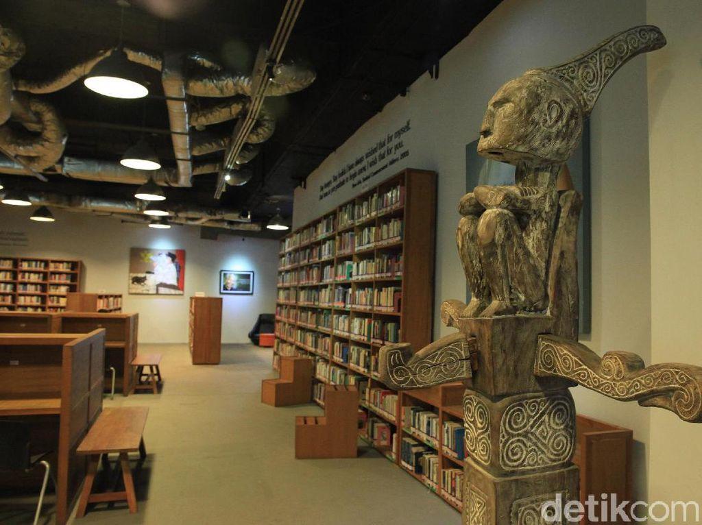 Perpustakaan Freedom Institute Punya Buku Kuno Tahun 1.800
