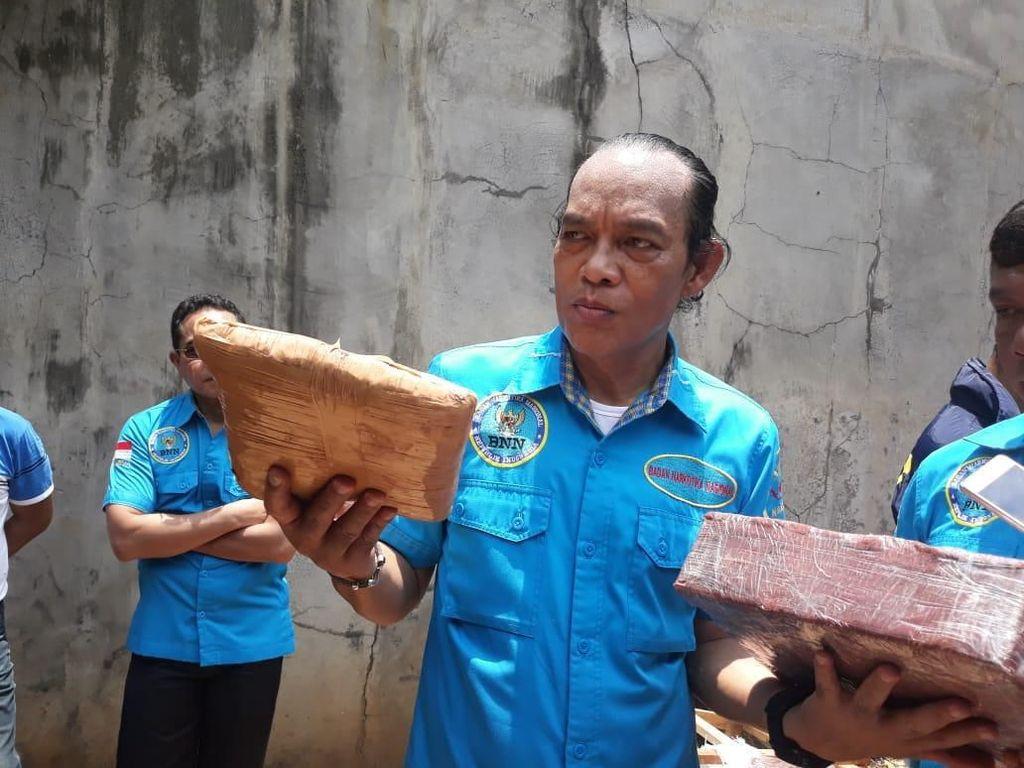 BNN Bongkar 1 Ton Ganja yang Disimpan di Pool Truk di Cipayung