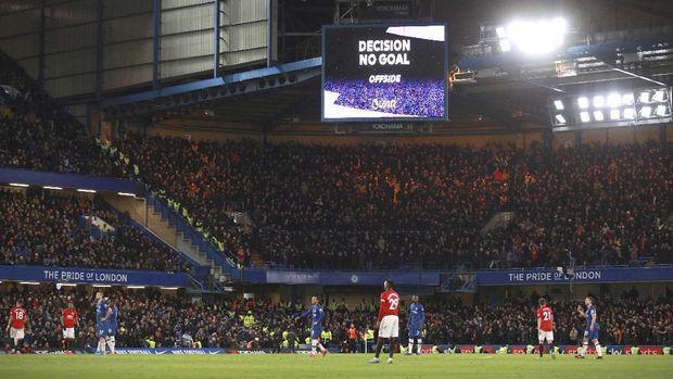 Dua gol Chelsea dibatalkan VAR plus Harry Maguire tidak mendapatkan kartu merah usai menendang Michy Batshuayi.