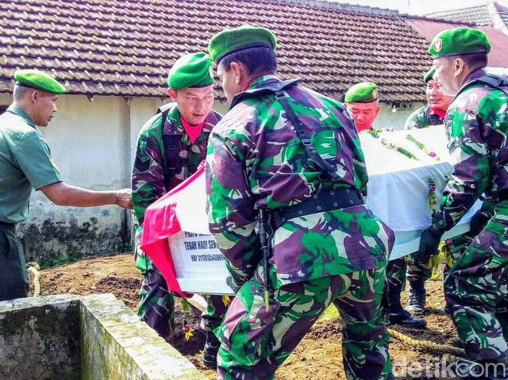 Satu Korban Heli MI-17 Dimakamkan di Pemakaman Keluarga Bondowoso