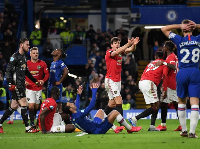 LONDON, ENGLAND - FEBRUARY 17: Harry Maguire of Manchester United appeals to the referee after Kurt Zouma of Chelsea scores a goal which is later disallowed for a foul during the Premier League match between Chelsea FC and Manchester United at Stamford Bridge on February 17, 2020 in London, United Kingdom. (Photo by Mike Hewitt/Getty Images)