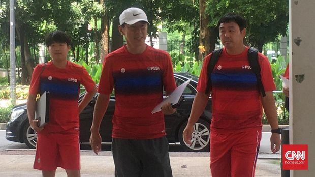 Shin Tae Yong (tengah) mengatakan para pemain saat ini bukan pilihannya. (