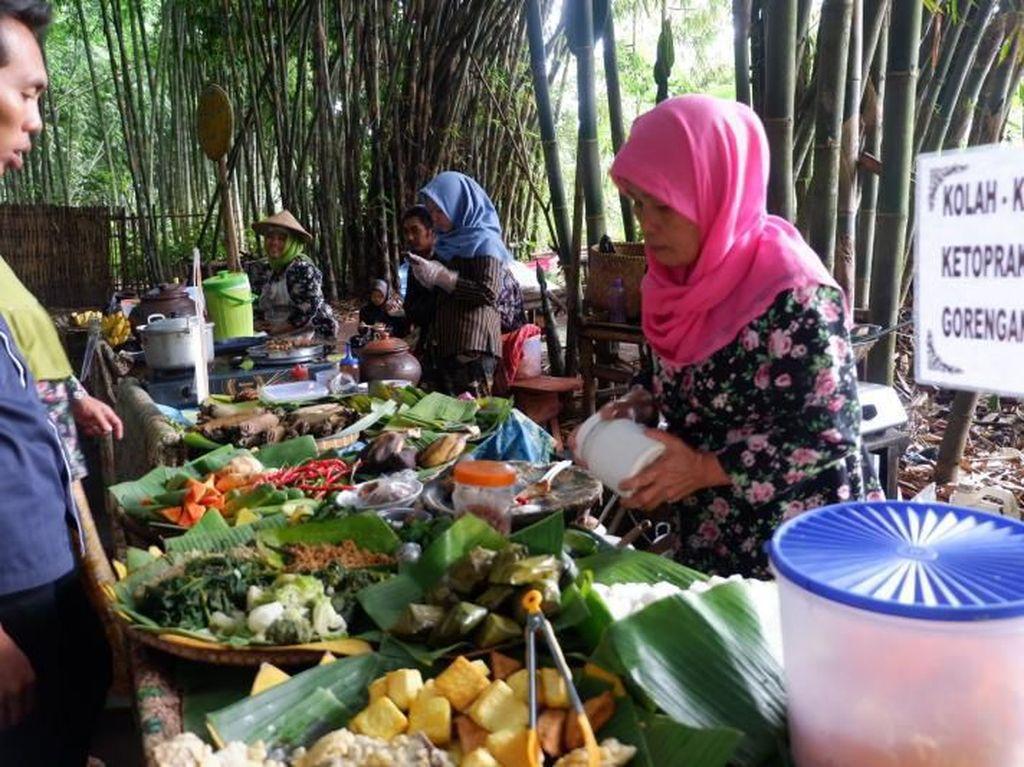 Nikmati Nostalgia Hidup di Desa nan Syahdu di Pasar Tradisional Slumpring