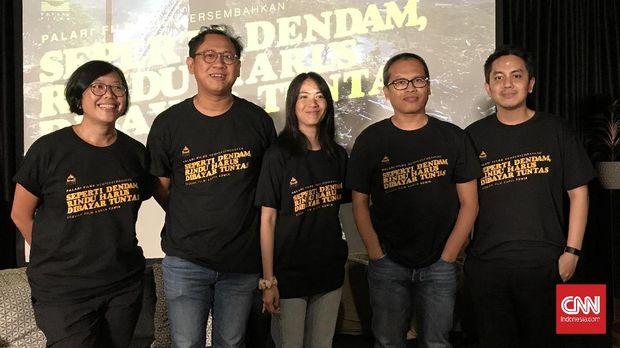 Sutradara Edwin bersama penulis Eka Kurniawan dan Ladya Cheryl jelang penggarapan film Seperti Dendam, Rindu Harus Dibayar Tuntas.
