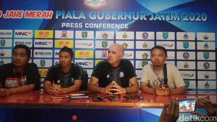 Pelatih Arema FC Roberto Carlos Mario Gomez