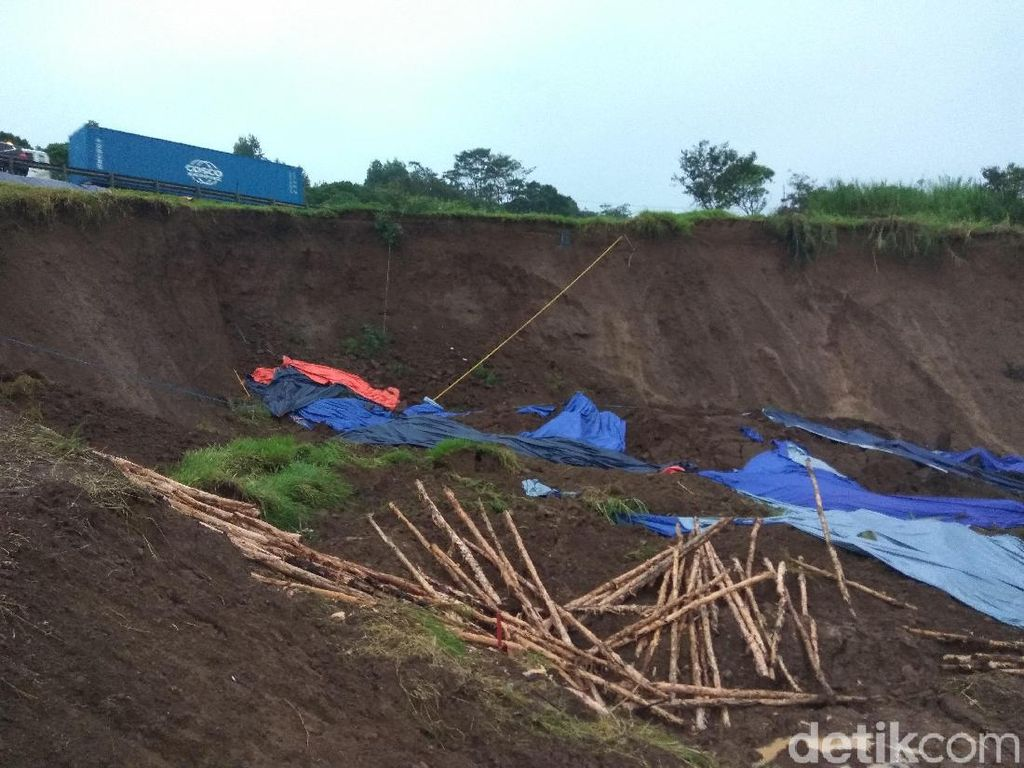 Cuaca Buruk Ganggu Penanganan Longsor Tol Cipularang Km 118