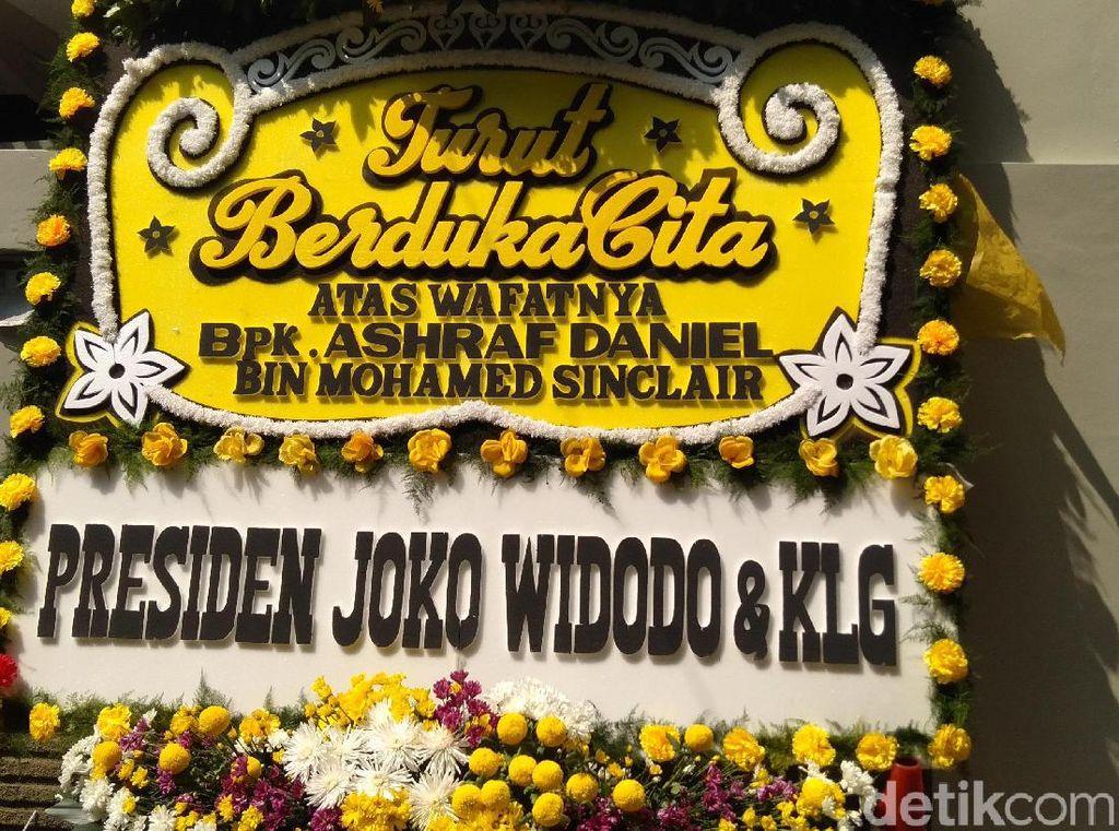 Ada Karangan Bunga dari Jokowi hingga Anies di Rumah Duka Ashraf Sinclair