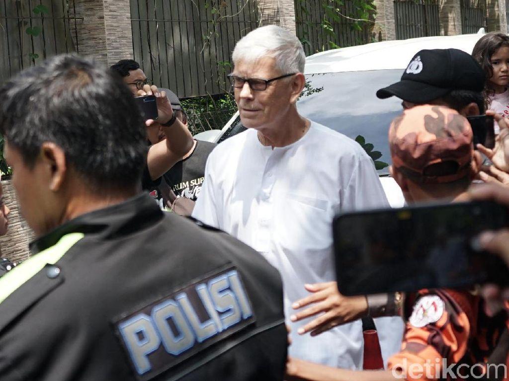 Tiba dari Malaysia, Orang Tua Ashraf Sinclair Tak Bisa Berkata-kata