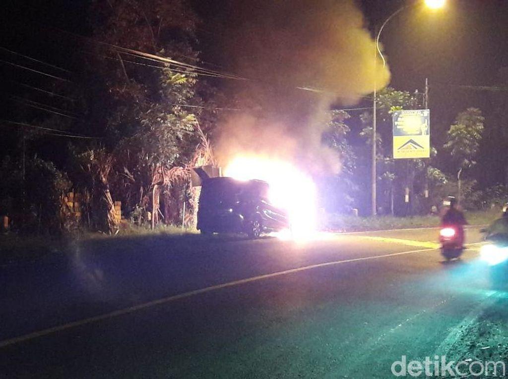 Sebuah Mobil Terbakar di Jalur Rogojampi-Banyuwangi, Uang Rp 10 Juta Hangus