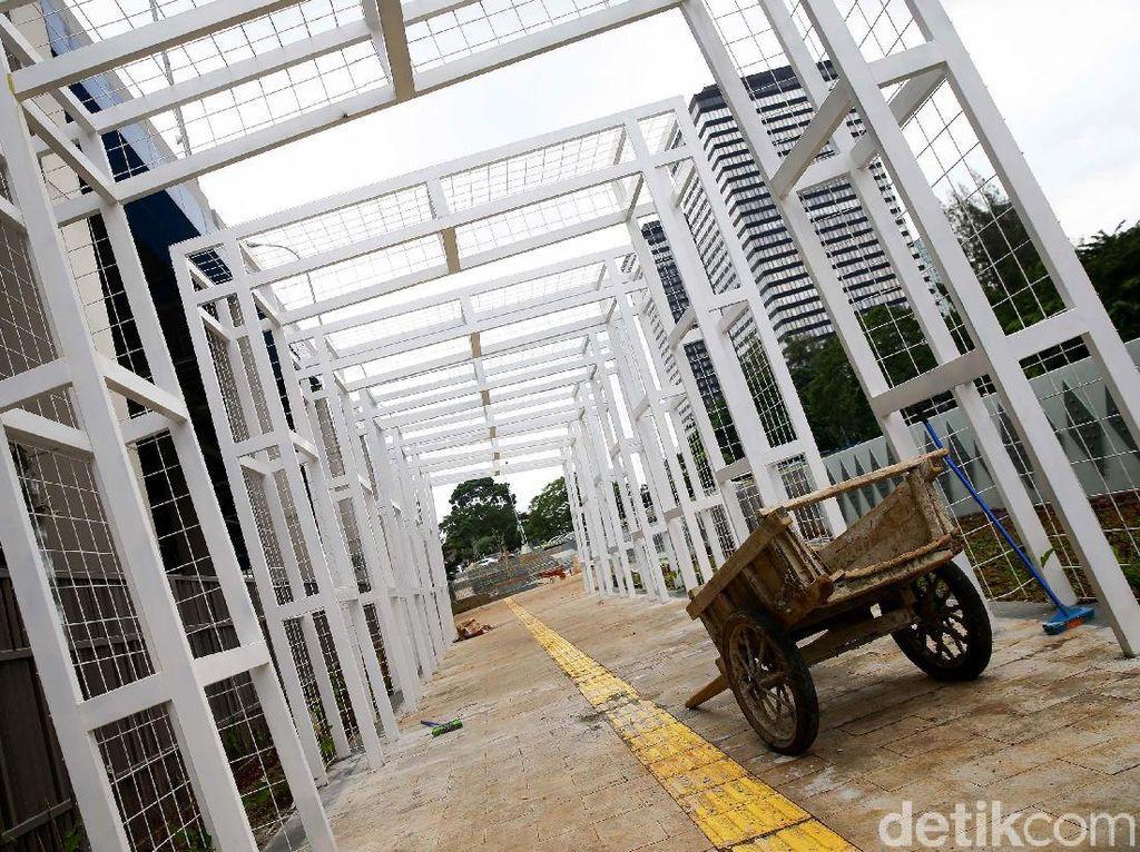 Menengok Pembangunan Trotoar di Stasiun Sudirman Baru