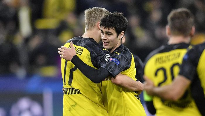 Dortmunds Giovanni Reyna, right, embraces Dortmunds Erling Braut Haaland after the Champions League round of 16 first leg soccer match between Borussia Dortmund and Paris Saint Germain in Dortmund, Germany, Tuesday, Feb. 18, 2020. Reyna is the youngest American ever playing in Champions League. (AP Photo/Martin Meissner)
