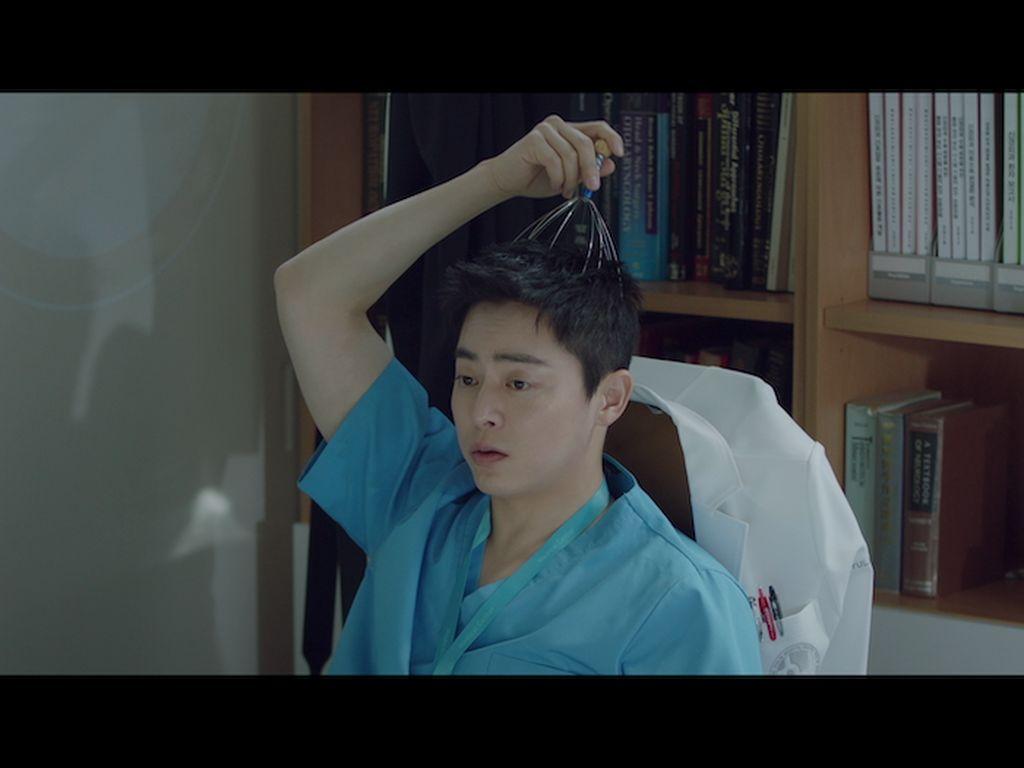 Jo Jung Suk Disebut Rela Potong Bayaran Demi Hospital Playlist