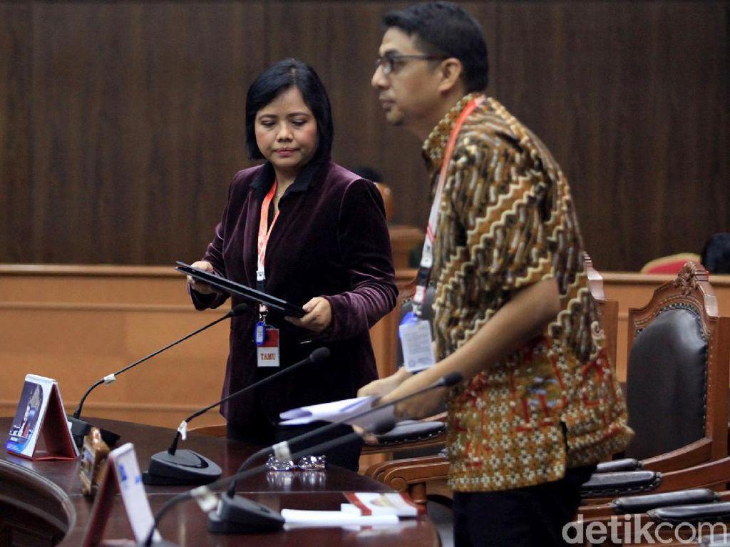 Dua Ahli Hukum Bersaksi di Sidang Uji Formil UU KPK