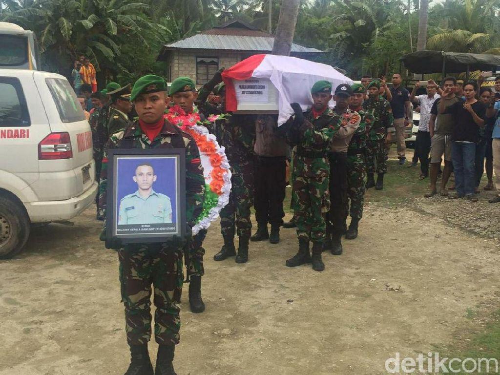 Kedatangan Jenazah Praka Risno Disambut Tangis Keluarga di Buton Utara