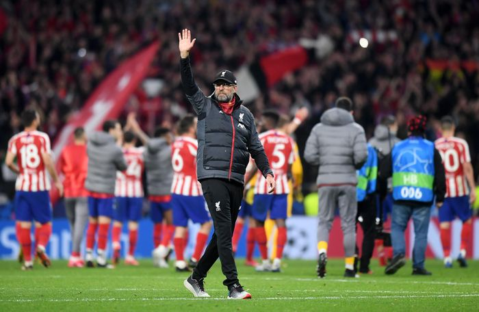MADRID, SPAIN - FEBRUARY 18: Jurgen Klopp, Manager of Liverpool acknowledges the fans after the UEFA Champions League round of 16 first leg match between Atletico Madrid and Liverpool FC at Wanda Metropolitano on February 18, 2020 in Madrid, Spain. (Photo by Michael Regan/Getty Images)