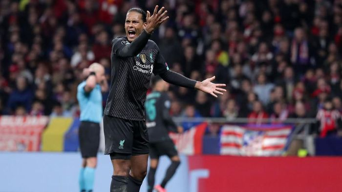 MADRID, SPAIN - FEBRUARY 18: Virgil van Dijk of Liverpool reacts during the UEFA Champions League round of 16 first leg match between Atletico Madrid and Liverpool FC at Wanda Metropolitano on February 18, 2020 in Madrid, Spain. (Photo by Gonzalo Arroyo Moreno/Getty Images)