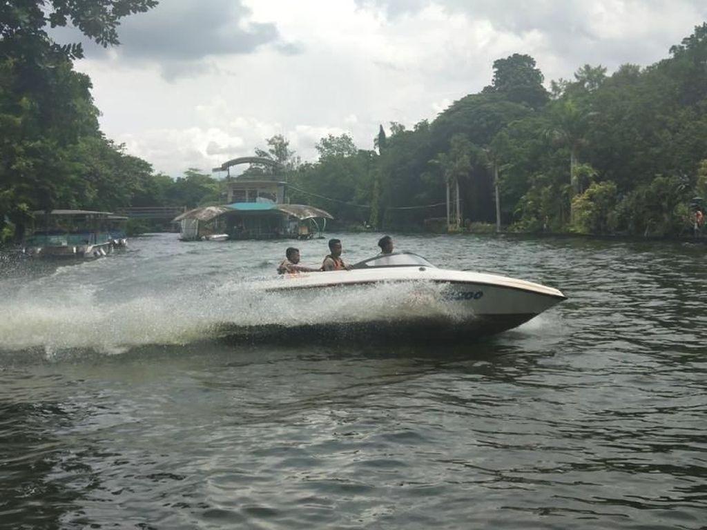 Wah, Kebun Binatang Ini Punya Wahana Speed Boat