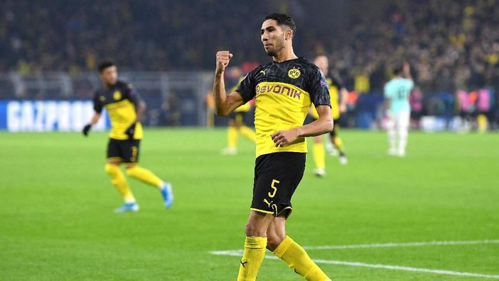 DORTMUND, GERMANY - NOVEMBER 05: Achraf Hakimi of Borussia Dortmund celebrates after scoring his teams first goal during the UEFA Champions League group F match between Borussia Dortmund and Inter at Signal Iduna Park on November 05, 2019 in Dortmund, Germany. (Photo by Jörg Schüler/Getty Images)
