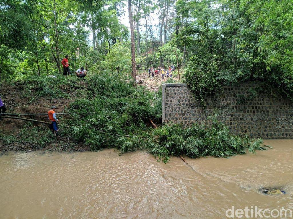 Dua Tanggul Jebol Sebabkan Banjir di Ponorogo, Warga Mulai Kerja Bakti