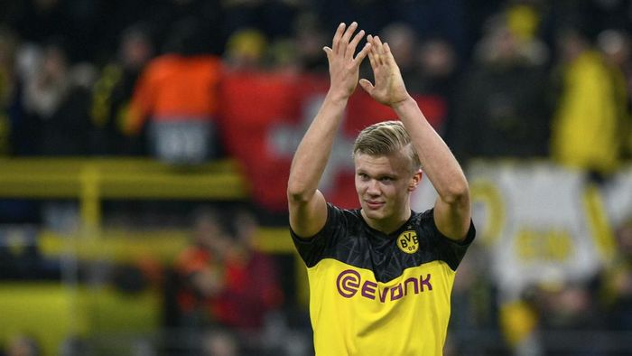 Dortmunds Norwegian forward Erling Braut Haaland applauds after the UEFA Champions League Last 16, first-leg football match BVB Borussia Dortmund v Paris Saint-Germain (PSG) in Dortmund, western Germany, on February 18, 2020. (Photo by Ina Fassbender / AFP)