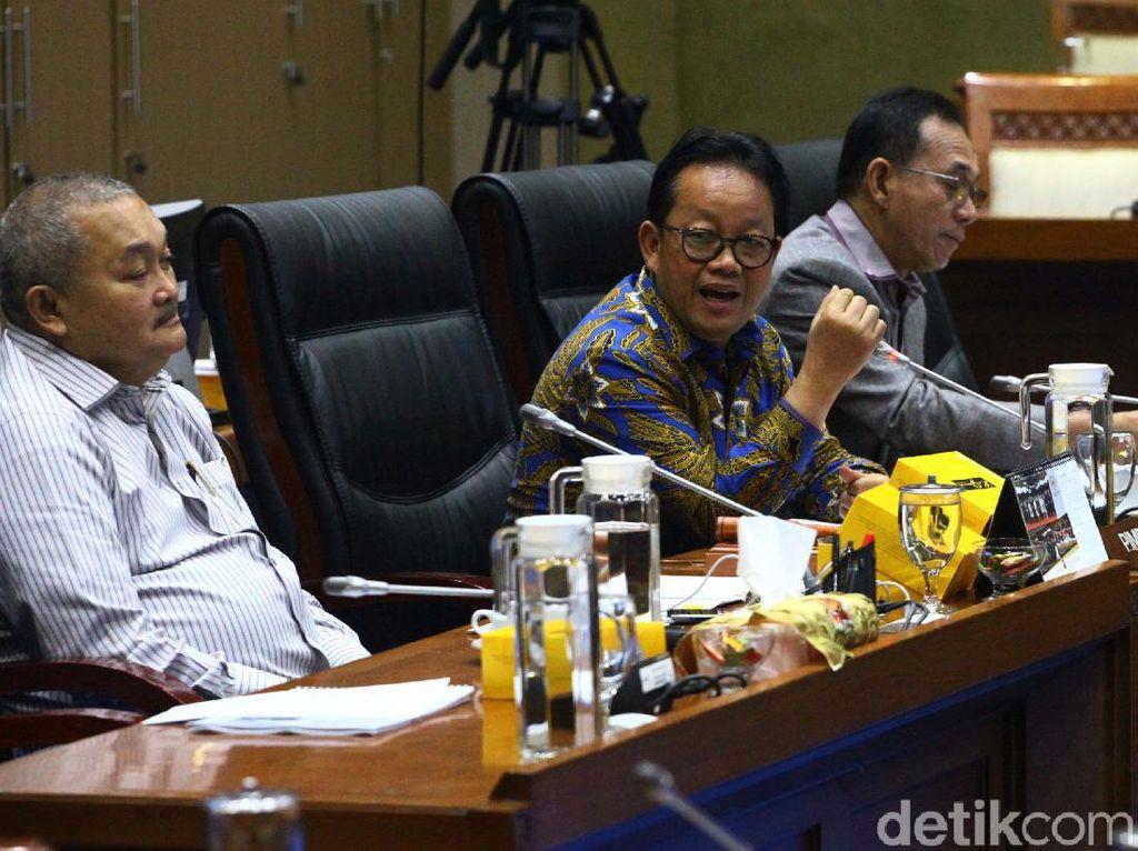 Soal Pantun buat Ribka Tjiptaning, Ketua Komisi VII: Kurang Menggigit