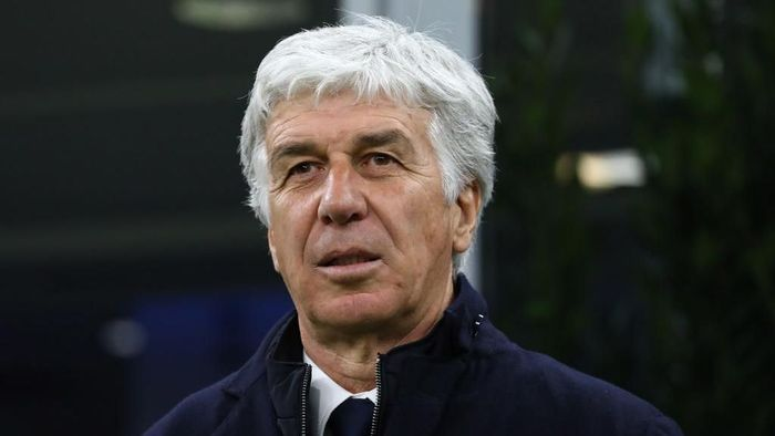 MILAN, ITALY - FEBRUARY 19:  Atalanta BC coach Gian Piero Gasperini looks on before the UEFA Champions League round of 16 first leg match between Atalanta and Valencia CF at San Siro Stadium on February 19, 2020 in Milan, Italy.  (Photo by Marco Luzzani/Getty Images)