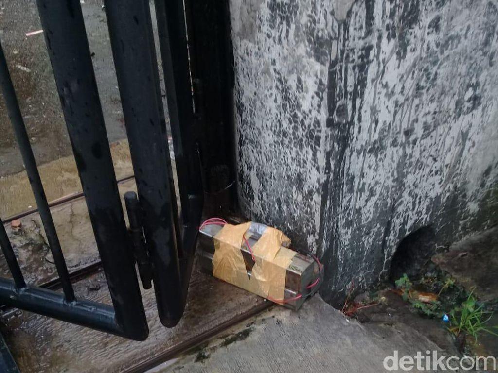 Bungkusan dengan Rangkaian Kabel Ditemukan di Depan Dealer di Brebes