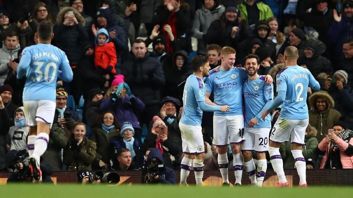 MANCHESTER, ENGLAND - FEBRUARY 19: Kevin De Bruyne of Manchester City celebrates with Bernardo Silva of Manchester City  after scoring his teams second goal  during the Premier League match between Manchester City and West Ham United at Etihad Stadium on February 19, 2020 in Manchester, United Kingdom. (Photo by Clive Brunskill/Getty Images)