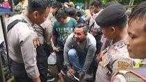 Polisi Terapkan Pemeriksaan Ketat ke Suporter yang Masuk di Gor Sidoarjo