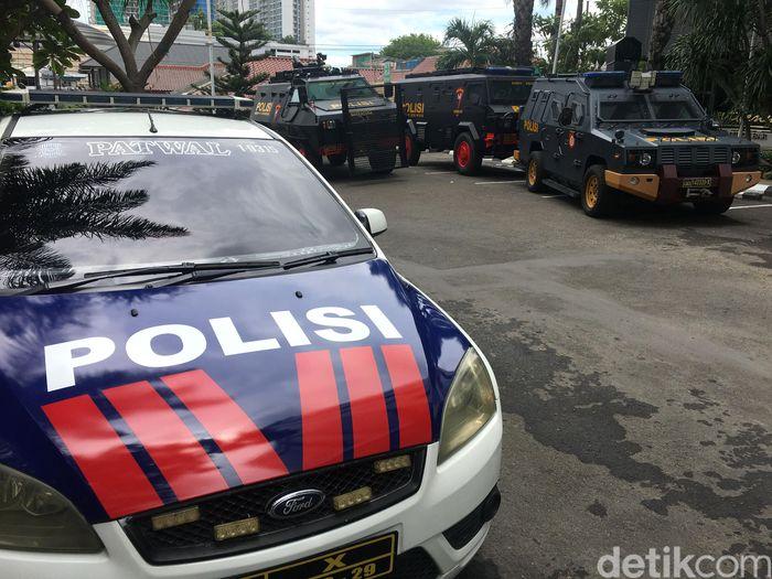 Persija Jakarta akan bertemu Persebaya Surabaya di Final Piala Gubernur Jatim 2020. Kendaraan taktis dan baracuda disiapkan untuk kawal tim Persija Jakarta.