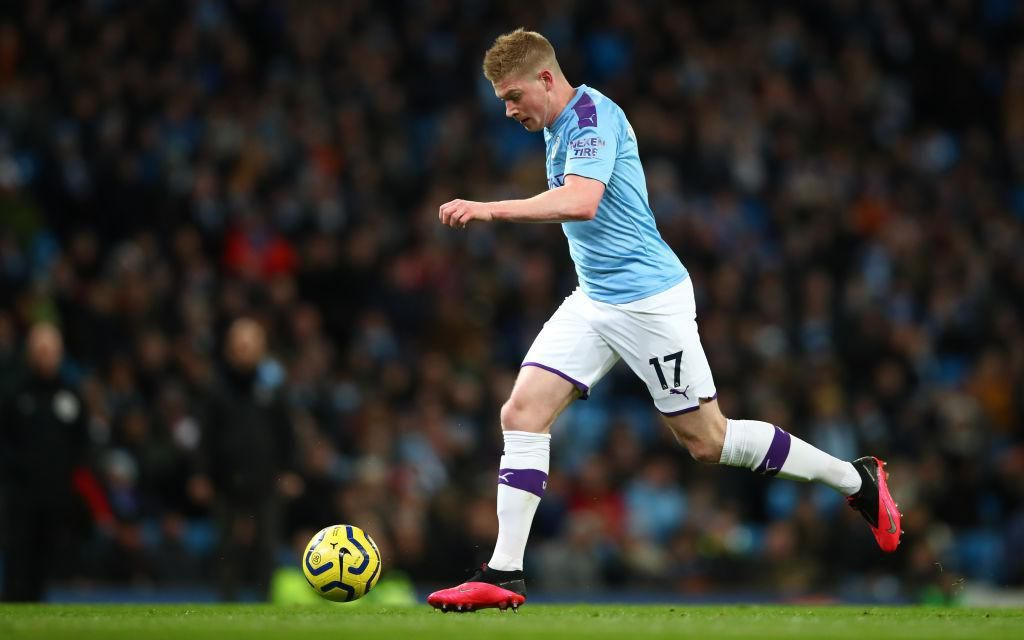 MANCHESTER, ENGLAND - FEBRUARY 19: Kevin De Bruyne of Manchester City in action during the Premier League match between Manchester City and West Ham United at Etihad Stadium on February 19, 2020 in Manchester, United Kingdom. (Photo by Clive Brunskill/Getty Images)