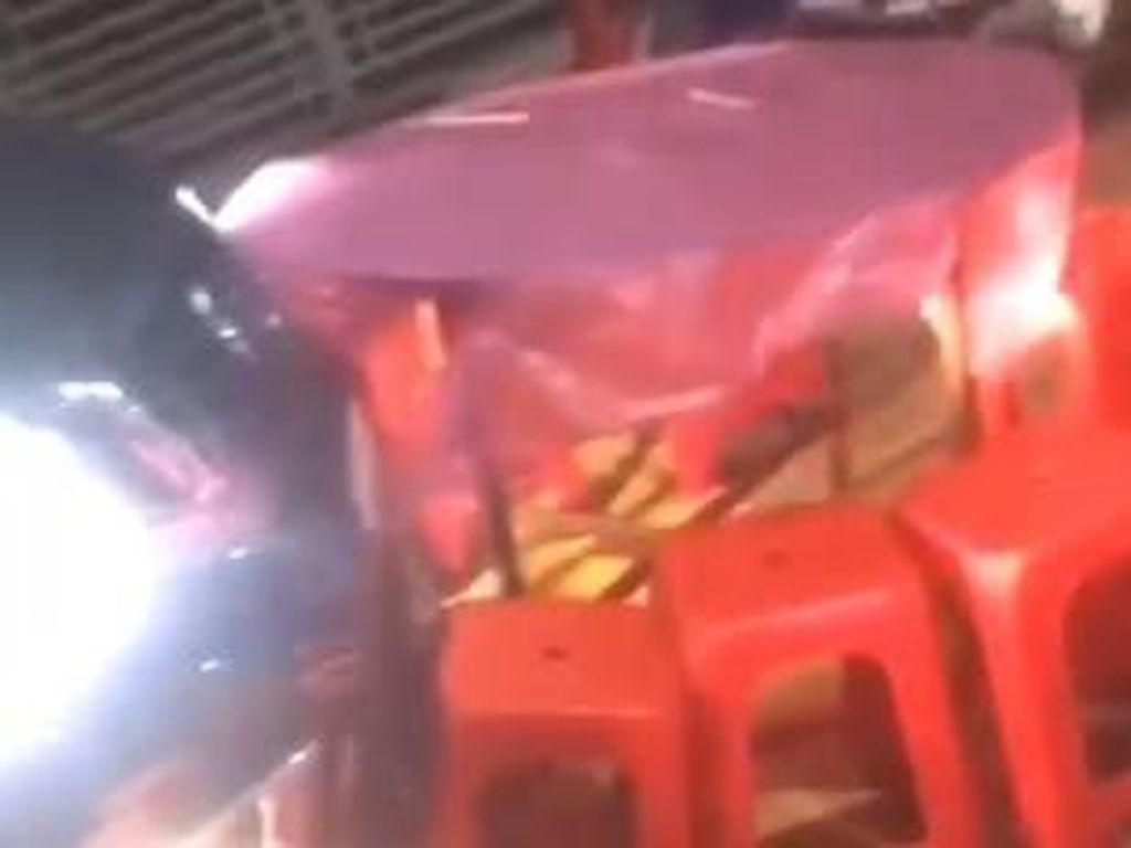 Viral, Pengendara Mobil Ngamuk karena Jalanan Tertutup Resepsi Pernikahan