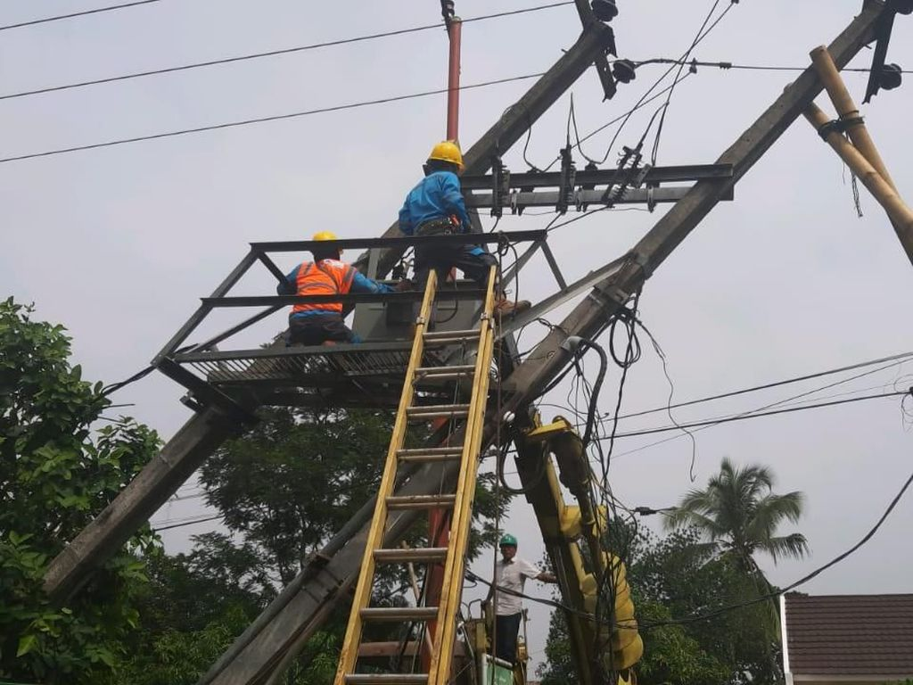 5 Jaringan Listrik di Bandung Barat Rusak Akibat Cuaca Ekstrem