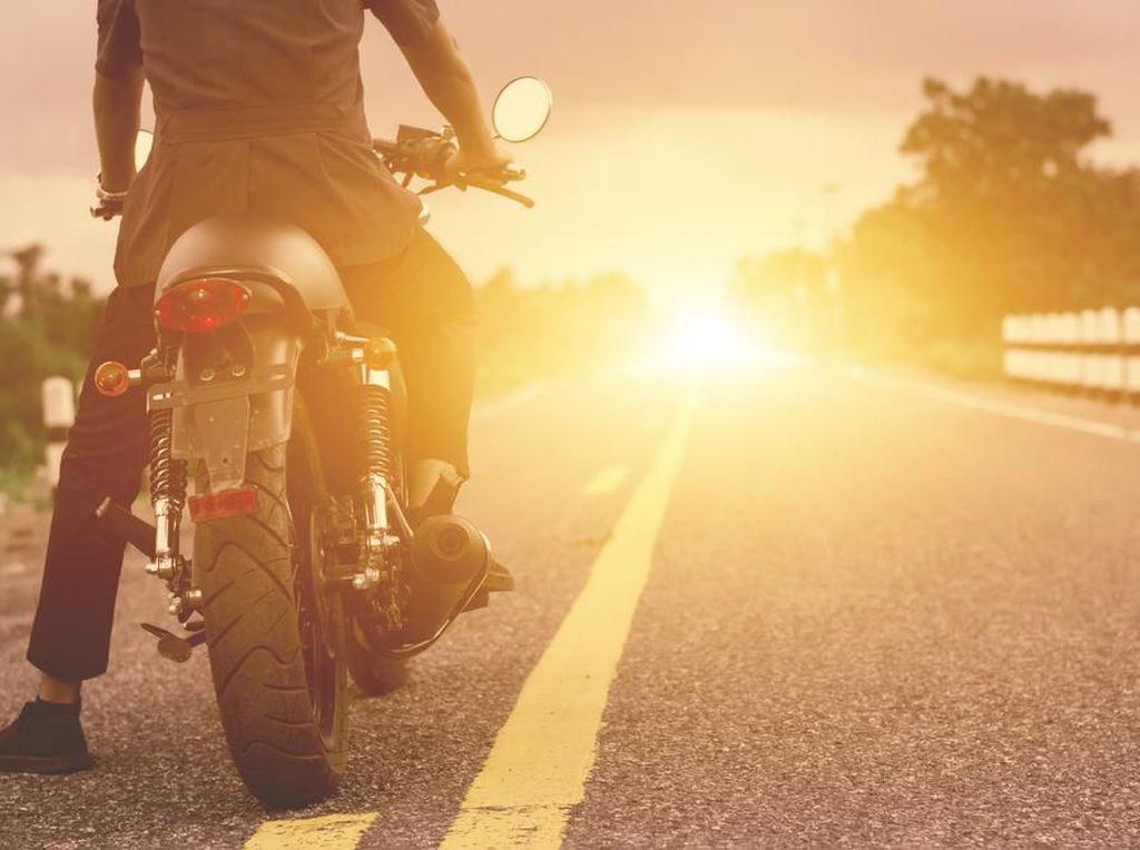 Suka Touring Naik Motor? Ini Tips Biar Enggak Gampang Lelah
