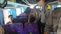 Antisipasi Kisruh, Polisi Kota Probolinggo Periksa Penumpang Bus