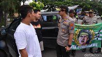Polisi Ajak Rombongan Asal Tuban Nobar di Lamongan