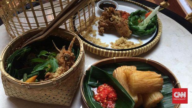Kawisari Coffee & Eatery menghadirkan sajian tradisional ala masyarakat Kawisari, Blitar, Jawa Timur. Restoran ini mengandalkan menu kopi hasil perkebunan Kawisari.