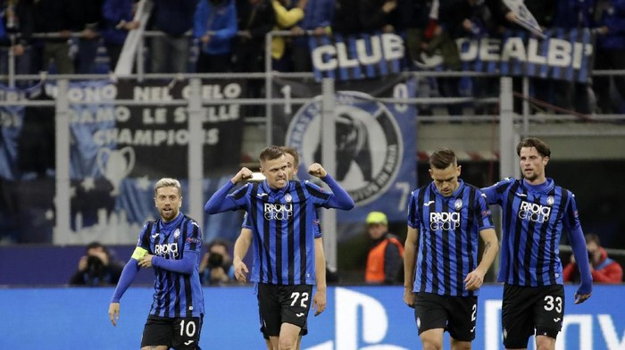 Atalantas Josip Ilicic, second left, celebrates with teammates after scoring his sides second goal during the Champions League round of 16, first leg, soccer match between Atalanta and Valencia at the San Siro stadium in Milan, Italy, Wednesday, Feb. 19, 2020. (AP Photo/Luca Bruno)