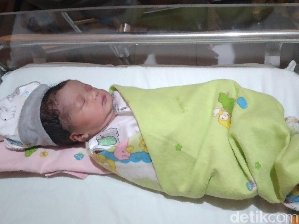 Gemas! Bayi Perempuan Ini Lahir di Tanggal Cantik 20-02-2020
