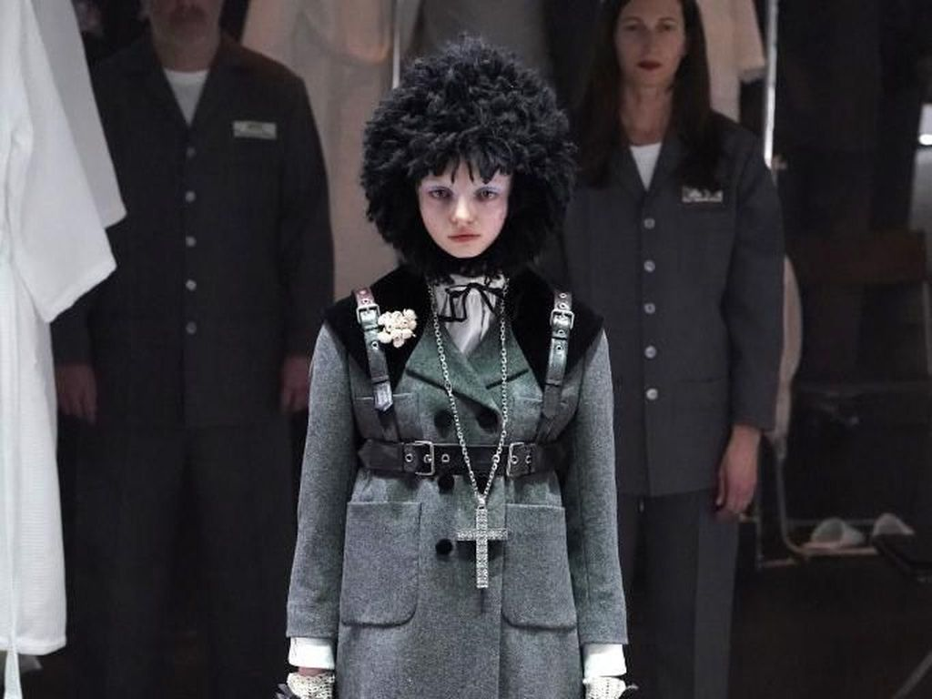 Salib dan Aksesori BDSM Warnai Koleksi Terbaru Gucci di Milan Fashion Week