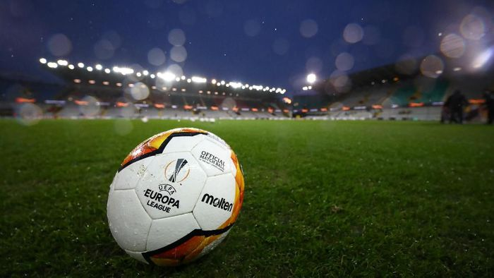 BRUGGE, BELGIUM - FEBRUARY 20: A detailed view of the match ball inside the stadium prior to the UEFA Europa League round of 32 first leg match between Club Brugge and Manchester United at Jan Breydel Stadium on February 20, 2020 in Brugge, Belgium. (Photo by Dean Mouhtaropoulos/Getty Images)