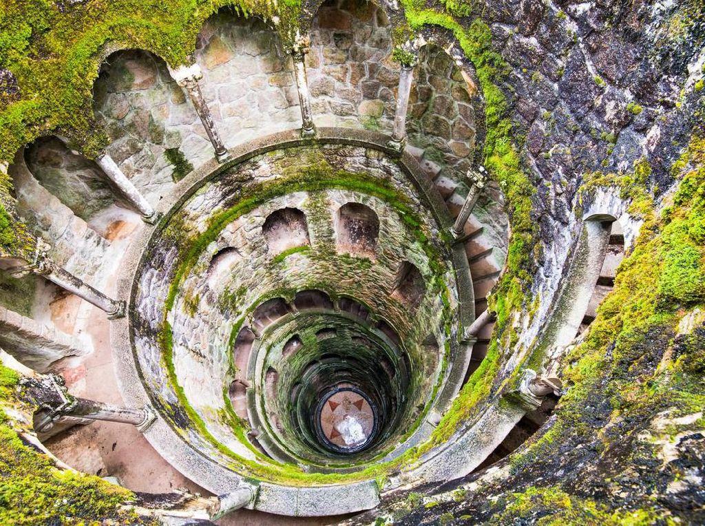 Kisah Misterius Menara Terbalik di Portugal