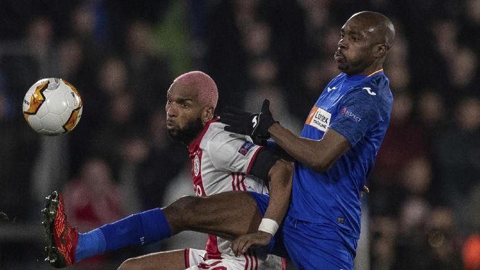 Ajaxs Babel, left, duels for the ball against Getafes Allan Nyom during a 1st leg, round of 32, of the Europa League soccer match at the Coliseum Alfonso Perez stadium in Getafe, outskirts of Madrid, Spain, Thursday, Feb. 20, 2020. (AP Photo/Bernat Armangue)