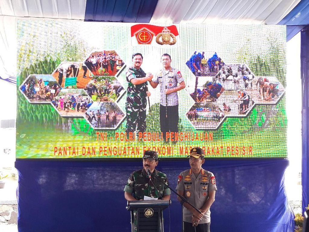 Ke Banten, Kapolri-Panglima TNI Tanam Mangrove Bareng Menteri Edhy Prabowo